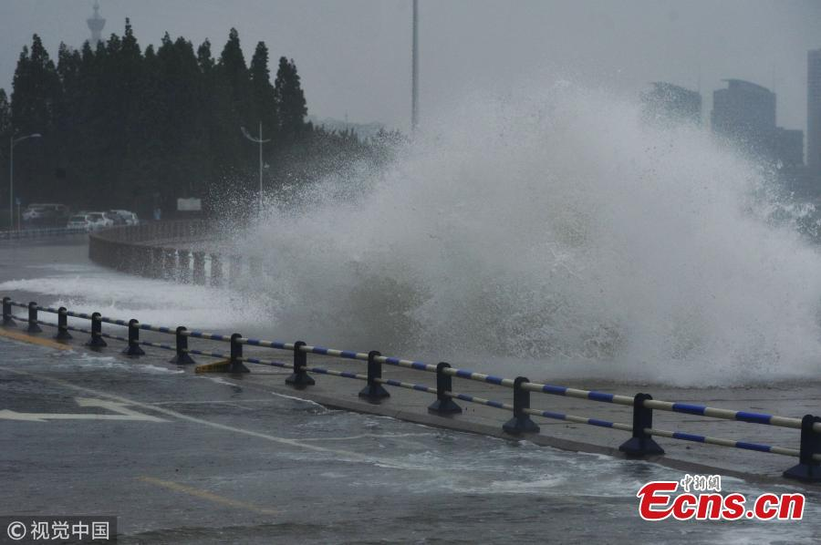 Waves pound the beach ahead of tropical storm Ampil in Qingdao City, East China's Shandong Province, July 23, 2018. (Photo/VCG)