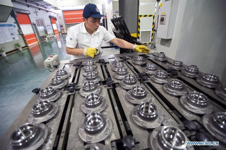 A staff member works at an intelligent plant of Wanxiang Qianchao Co., Ltd. in east China\'s Zhejiang Province, July 4, 2018. This year marks the 40th anniversary of China\'s reform and opening-up policy. (Xinhua/Shen Bohan)