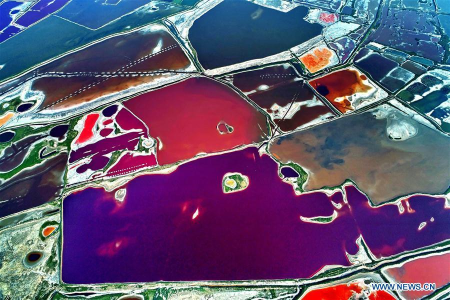 Aerial photo taken on July 24, 2018 shows the colorful Salt Lake in Yuncheng City, north China\'s Shanxi Province. The lake has different colors as the water density changes. (Xinhua/Xue Jun)
