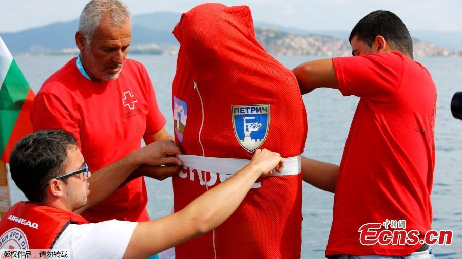 Bulgarian Jane Petkov, 64, wants to set a new Guinness World Record by attempting to swim more than three kilometers at Macedonia\'s Lake Ohrid in a bag with his arms and legs tied up, in Ohrid, Macedonia, July 24, 2018. (Photo/Agencies)