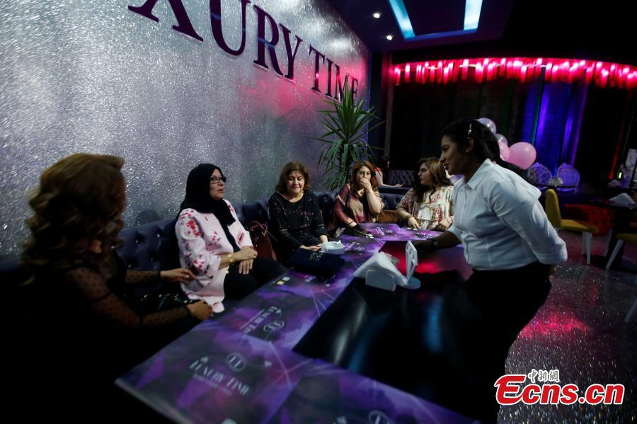 Women sit at Luxury Time, the city\'s first women-only restaurant, in Erbil, Iraq July 17, 2018. Picture taken July 17, 2018. (Photo/Agencies)