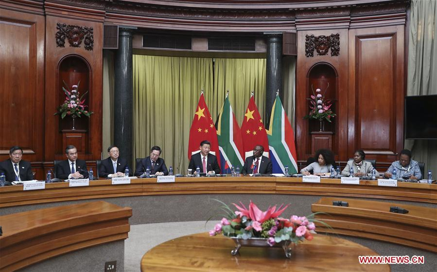 Chinese President Xi Jinping (5th L) and his South African counterpart Cyril Ramaphosa (4th R) hold talks in Pretoria, South Africa, July 24, 2018. (Xinhua/Xie Huanchi)