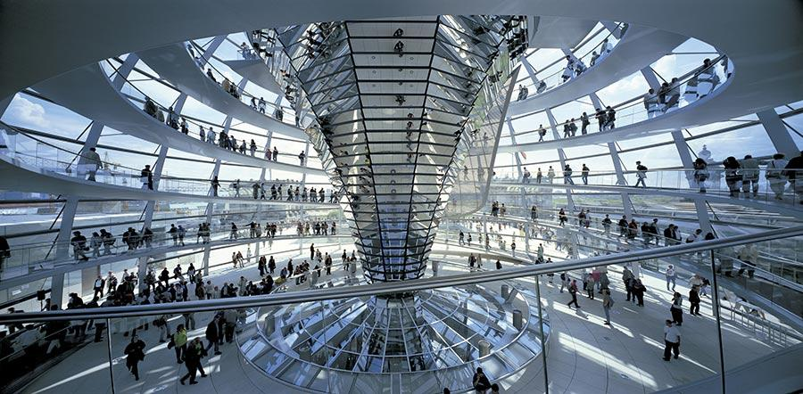 Reichstag the New German Parliment (Photo/Courtesy of Rudi Meisel)  Among them are iconic designs that have shaped cities\' skylines and landscapes, such as the Great Court of the British Museum and the new German Parliament building.  Several of Foster + Partners\' projects in China are also on display, such as terminal 3 of Beijing Capital International Airport and the headquarters of the Hong Kong and Shanghai Banks. The exhibition also features several ongoing urban plans which the firm has formulated for developing cities like Hangzhou, Wuhan and Shenzhen, as an example of the country\'s increasing urbanization.