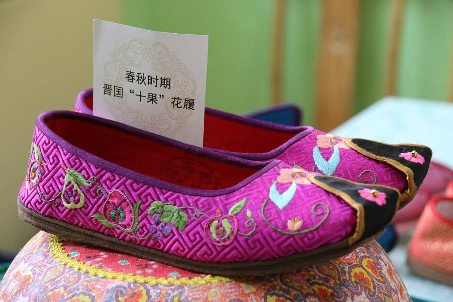 Chinese traditional handmade shoes made by Wang Guanqin and embroidered with 10 different kinds of fruit were inspired by the Spring and Autumn Period (770-476 BC), July 21, 2018. (Photo/chinadaily.com.cn)