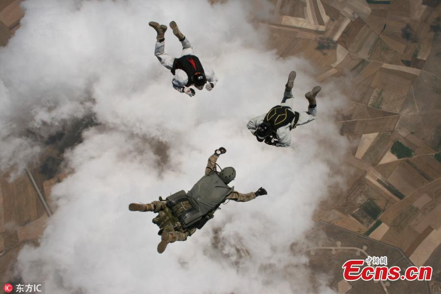 Members of Turkey's special operations forces \'Maroon Berets\' in routine military parachute trainings at the Sivrihisar district of Eskisehir, Turkey, July 25, 2018. (Photo/IC)