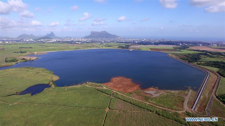 Aerial photo taken on July 13, 2017 shows the Bagatelle dam, 22 kilometers southeast of Port Louis, capital of Mauritius. The pristine beaches in the Indian Ocean Archipelago of Mauritius have always fascinated well-heeled foreign tourists and the China-built Bagatelle dam, which was launched in June this year, has added another sparkle to the country\'s timeless beauty. (Xinhua)