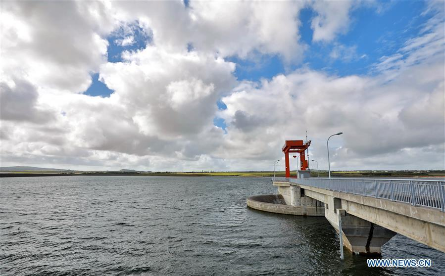 Photo taken on July 25, 2018 shows the Bagatelle dam, 22 kilometers southeast of Port Louis, capital of Mauritius. The pristine beaches in the Indian Ocean Archipelago of Mauritius have always fascinated well-heeled foreign tourists and the China-built Bagatelle dam, which was launched in June this year, has added another sparkle to the country\'s timeless beauty. (Xinhua/Wang Teng)