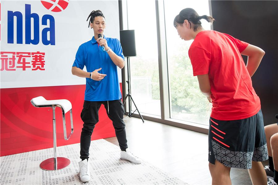 Jeremy Lin guides a young player in Beijing, June 28, 2018.(Photo provided to chinadaily.com.cn)  The Chinese campus basketball team held a one-week training session at the Wuqing NBA center in Tianjin from June 28.  After tactical practice and physical adjustment, the team will set off on August 3 for the trip to the Jr. NBA World Championship.  The tournament will see boys and girls, aged 13 and 14, compete in Orlando, Florida, from Aug 7-12. The NBA announced the qualifying teams and their rosters on June 26.