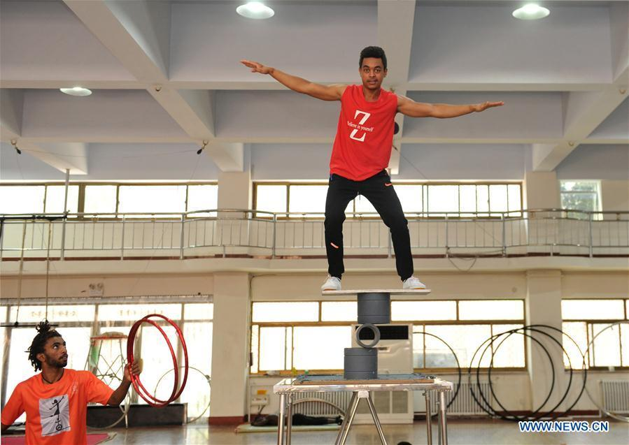 A student (R) from Ethiopia practises in Wuqiao Acrobatic Art School in Cangzhou, north China\'s Hebei Province, July 30, 2018. Wuqiao county is known as \