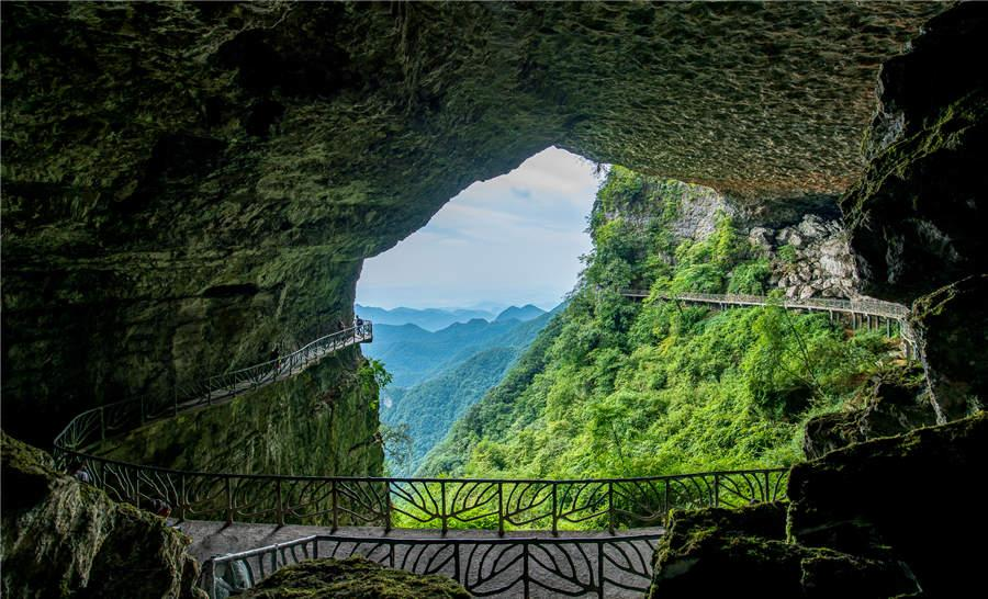 A walkway circles the interior of a cave at Jinfo Mountain in Chongqing municipality.  (Photo provided to chinadaily.com.cn)