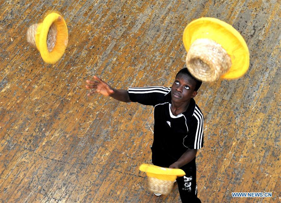 A student from Sierra Leone practises in Wuqiao Acrobatic Art School in Cangzhou, north China\'s Hebei Province, July 30, 2018. Wuqiao county is known as \