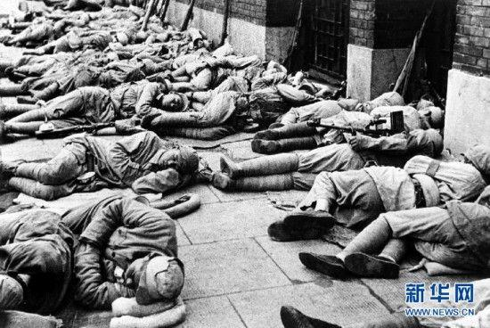 On May 27, 1949, the Third Field Army liberated Shanghai. The troops slept on the streets as they did not want to inconvenience the residents of the city. (File photo/Xinhua)
