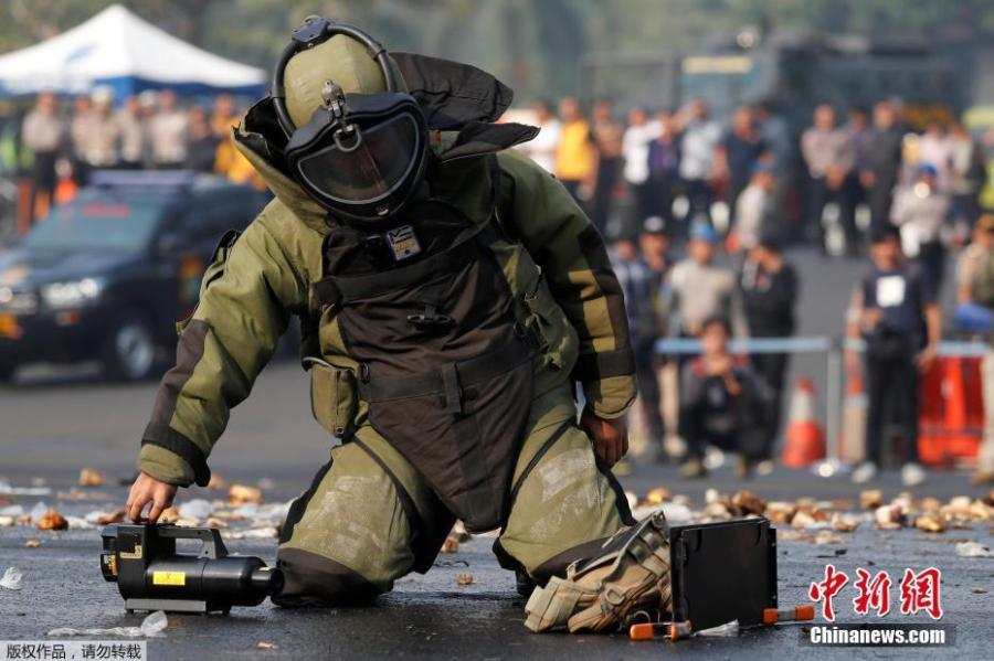 A bomb squad policeman participates in an anti-terror drill ahead of the upcoming Asian Games in Jakarta, Indonesia July 31, 2018. (Photo/Agencies)