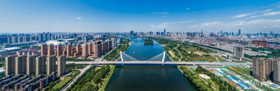 Sun Fuxing, a 1980s photographer from Shenyang, Northeast China\'s Liaoning Province is known as the city\'s recorder. He says every photo expresses his love for his hometown. He hopes to show the lovely Shenyang to more people. (Photo provided to chinadaily.com.cn)