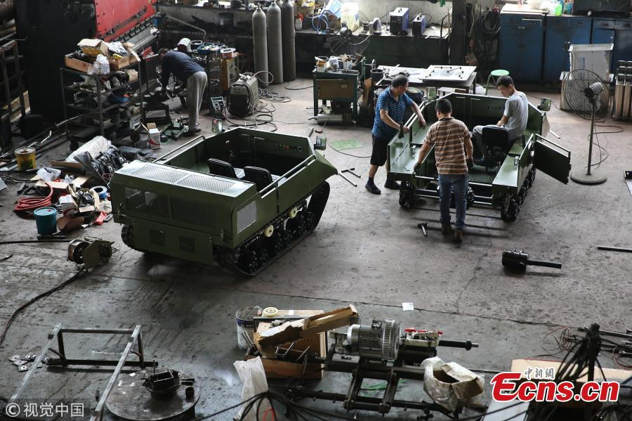 A view of Liu Pan's workshop where he made a replica Type 99 main battle tank in Xiangyang City, Central China's Hubei Province, July 30, 2018. Liu said he spent 200,000 yuan ($29,400) building the model over one-and-a-half months. It weighs six tons and has an iron-sheet exterior. It was made using a tank design Liu purchased online. (Photo/VCG)