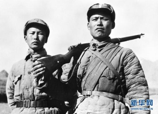 This file photo shows Ge Zhenlin (right) and Song Xueyi, two survivors of the \