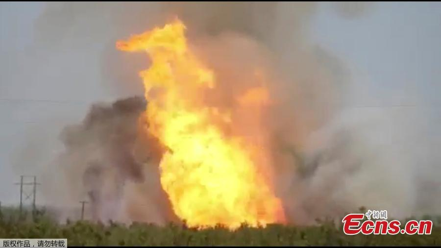 A pipeline explosion erupts in this image captured from video by a field worker in Midland County, the home to the Permian Basin and the largest U.S. oilfield, in Texas, U.S., August 1, 2018. A series of natural gas pipeline explosions in Midland County, Texas sent seven people to hospital and shut down five lines before being extinguished. (Photo/Agencies)