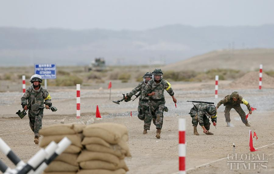 The Uzbekistan soldiers work hard during the Safe Route Competition in Korla on August 2. Photo: Cui Meng/GT