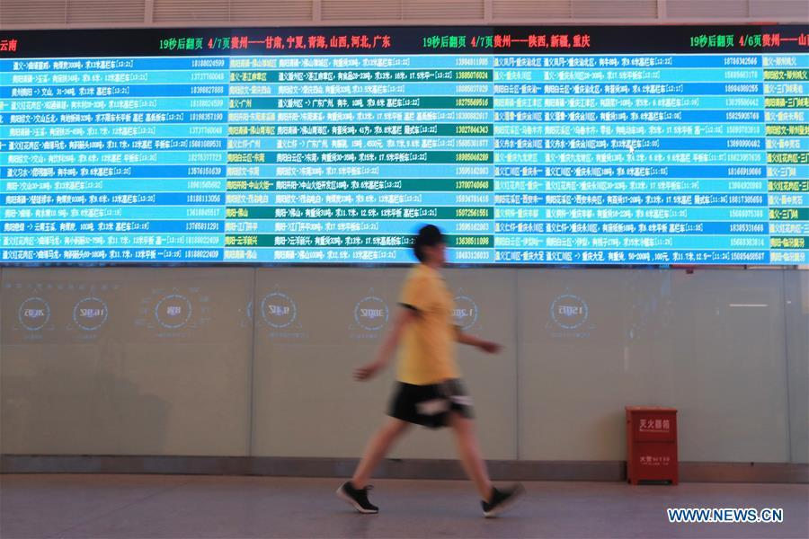 A staff member passes by the screen displaying real-time logistic information at Truck Alliance, China\'s Uber-type service for trucks, in Guiyang, capital of southwest China\'s Guizhou Province, Aug. 1, 2018. Guizhou has become a pioneer in China\'s big data development. Big data is being widely applied in government management, business and daily life, contributing over 20 percent to the economic growth of Guizhou Province. The number of big data-related companies in Guizhou Province has grown from less than 1,000 in 2013 to more than 8,500 in 2018.(Xinhua/Ou Dongqu)