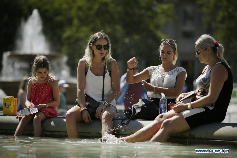 People cool off at a fountain at Trafalgar Square in London, Britain, on Aug. 3, 2018. Britain is currently experiencing high temperatures as a heatwave continues across Europe. (Xinhua/Tim Ireland)