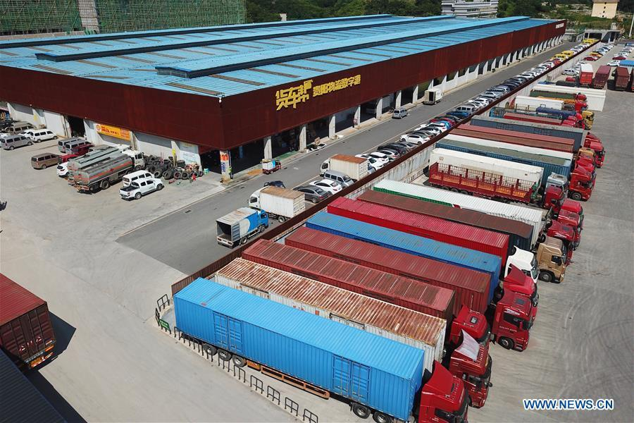 Aerial photo taken on Aug. 1, 2018 shows the parking lot of Truck Alliance, China\'s Uber-type service for trucks, in Guiyang, capital of southwest China\'s Guizhou Province. Guizhou has become a pioneer in China\'s big data development. Big data is being widely applied in government management, business and daily life, contributing over 20 percent to the economic growth of Guizhou Province. The number of big data-related companies in Guizhou Province has grown from less than 1,000 in 2013 to more than 8,500 in 2018.(Xinhua/Liu Xu)