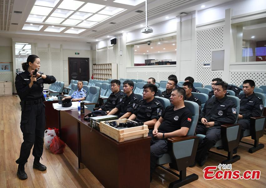 Li Meixuan, a special police officer with the Changchun Railway Public Security Bureau, gives instructions on shooting in Changchun City, Jilin Province. The 33-year-old puts high expectations on herself in training. Her team is predominantly responsible for emergency responses to terror attacks. She said she chooses to be a policewoman because of the influence of her father, also a police officer. (Photo: China News Service/Zhang Yao)