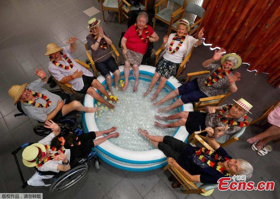 Residents at the Ter Biest house for elderly persons refresh their feet in a pool on a hot summer day, in Grimbergen, Belgium, August 3, 2018. Europe's heatwave gripped Spain and Portugal on Friday, as governments checked for forest fires, a Budapest game reserve fed its animals iced snacks and a Finnish supermarket invited customers to sleep over to stay cool. (Photo/Agencies)