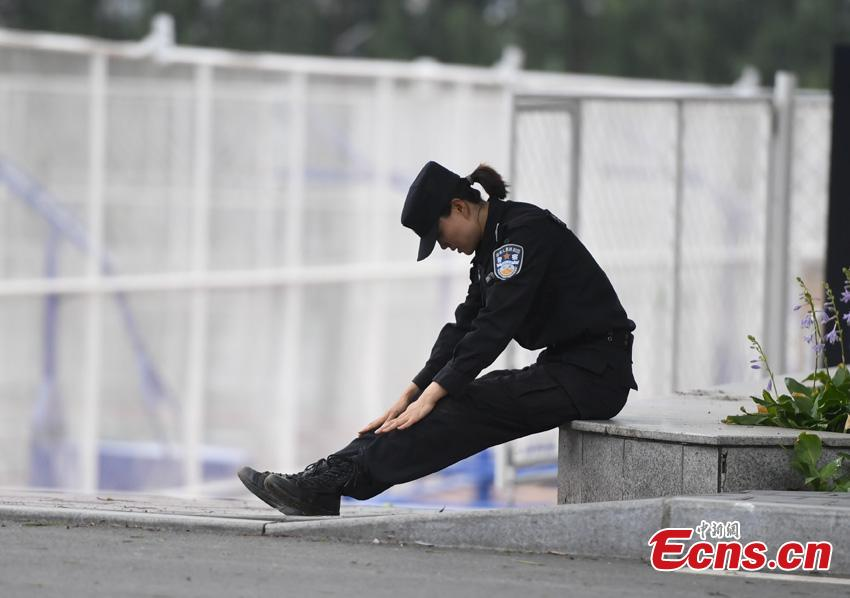 Li Meixuan, a special police officer with the Changchun Railway Public Security Bureau, rests after training in Changchun City, Jilin Province. The 33-year-old puts high expectations on herself in training. Her team is predominantly responsible for emergency responses to terror attacks. She said she chooses to be a policewoman because of the influence of her father, also a police officer. (Photo: China News Service/Zhang Yao)