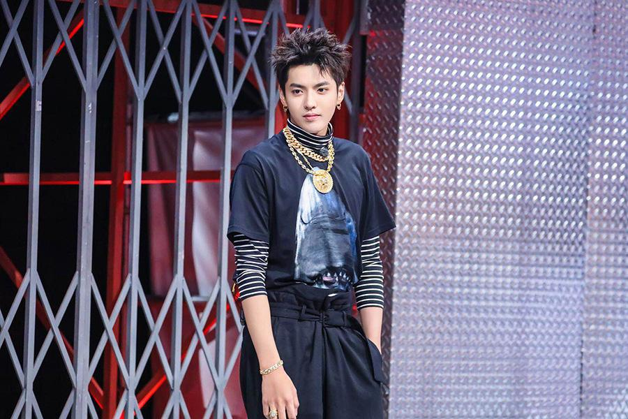 Singer-songwriter Kris Wu performs his song Young OG, combining traditional Chinese musical instruments with hip hop music, at the season 2 of the The Rap of China, a reality show on hip-hop by streaming media platform iQiyi. (Photo provided to China Daily)
