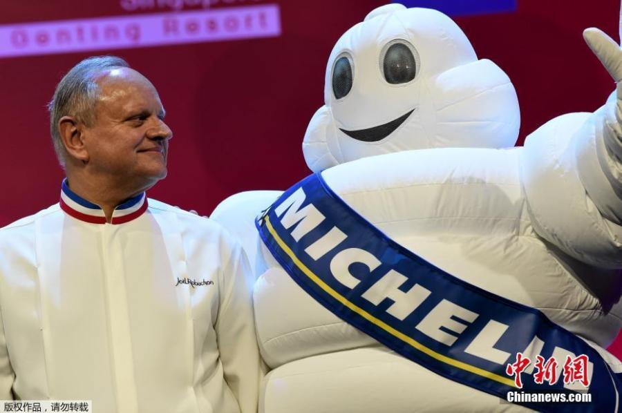 Joel Robuchon poses for a photo in Shanghai, where he opened a Michelin restaurant, in 2016. The famous French chef died at the age of 73, Aug. 6, 2018, in Geneva. Robuchon, known for his mashed potatoes among many other dishes, owned restaurants in cities including Paris, Monaco, Hong Kong, Las Vegas, Tokyo and Bangkok. (File photo/Agencies)