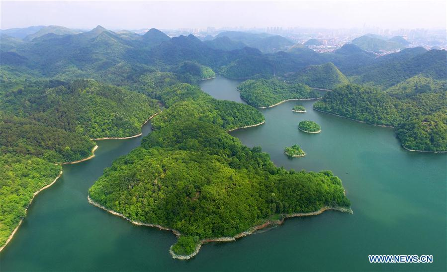 Aerial photo taken on May 17, 2018 shows the scenery of Aha wetland park in southwest China\'s Guizhou Province. (Xinhua/Qin Gang)