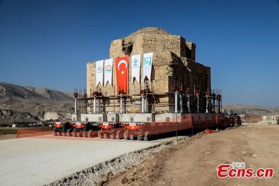 The Artuklu Hamam, a centuries-old bath house weighing 1,600 tons, is loaded onto a wheeled platform and moved down a specially constructed road, on August 6, 2018, from the southeastern town of Hasankeyf to a new location to avoid being engulfed under floodwaters by a dam project. (Photo/Agencies)