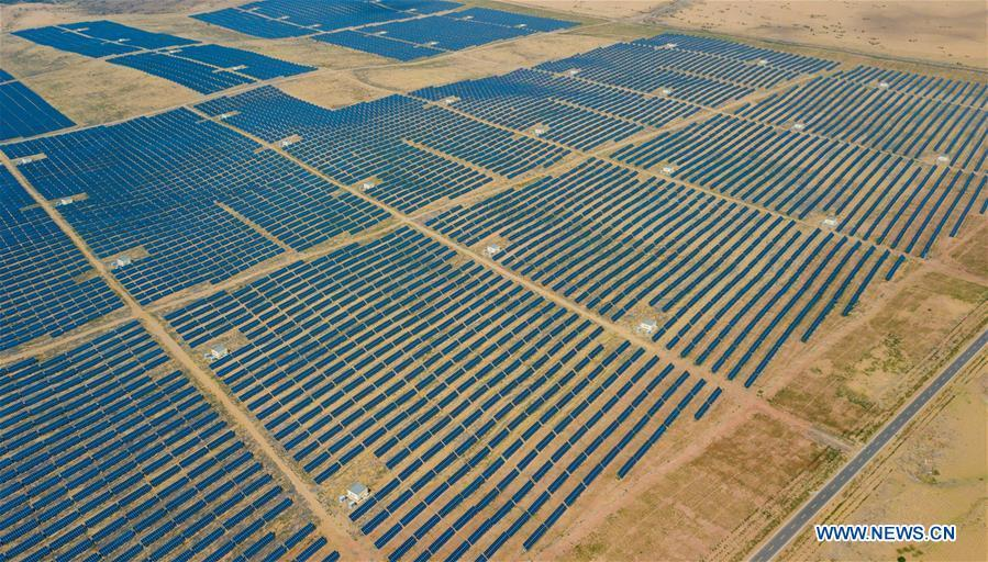 Aerial photo taken on July 11, 2018 shows the solar power farm built at the Kubuqi Desert in north China\'s Inner Mongolia Autonomous Region. Kubuqi, the seventh largest desert in China, is a good example of China\'s success in alleviating desertification. About 6,460 square kilometers of the Kubuqi desert has been reclaimed in the last 30 years. (Xinhua/Peng Yuan)