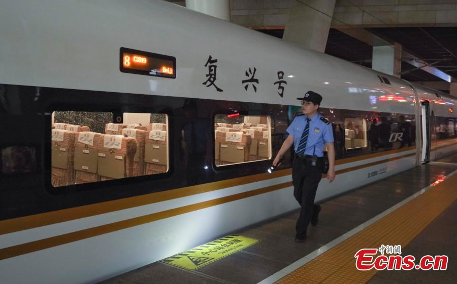 A technician checks a Fuxing train on the Beijing-Tianjin intercity high-speed railway in Beijing, Aug 8, 2018. The Beijing-Tianjin intercity high-speed railway, one of China\'s calling cards, opened in August 2008. In 10 years, it has carried 250 million passengers. The new bullet train cuts the travel time between two cities from 35 minutes to 30 minutes. (Photo: China News Service/Jia Tianyong)