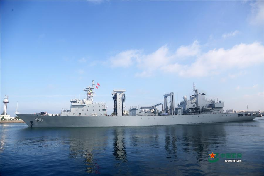 The comprehensive supply ship Dongpinghu (Hull 960) of the 30th Chinese naval escort taskforce sails out of a naval port in Qingdao of east China\'s Shandong Province on August 6, 2018. (Photo/81.cn)