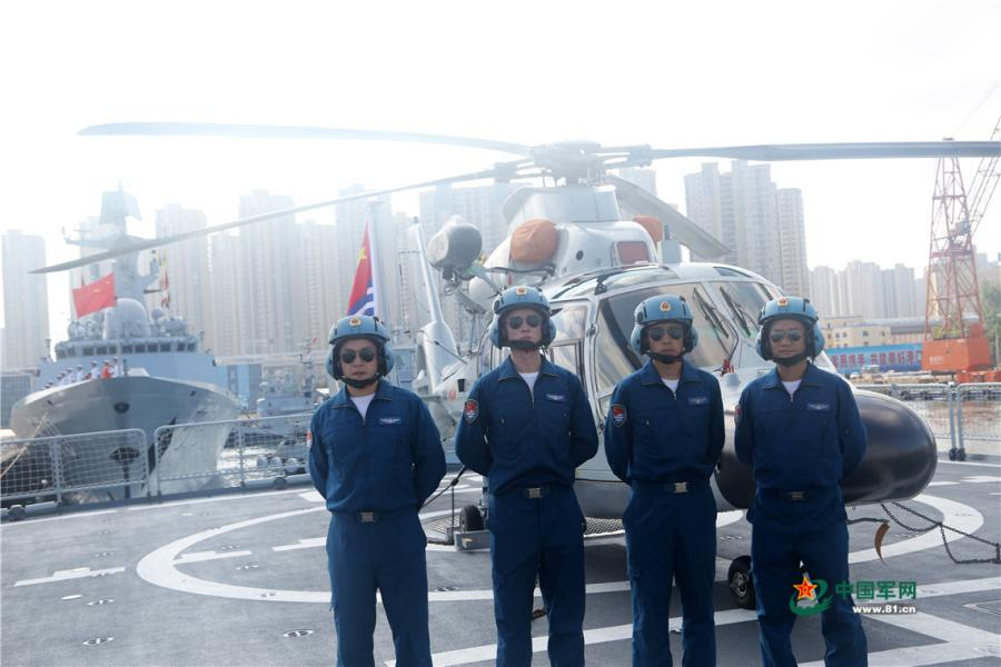 The crew members stand aboard the flight deck of a ship of the 30th Chinese naval escort taskforce on August 6, 2018. (Photo/81.cn)