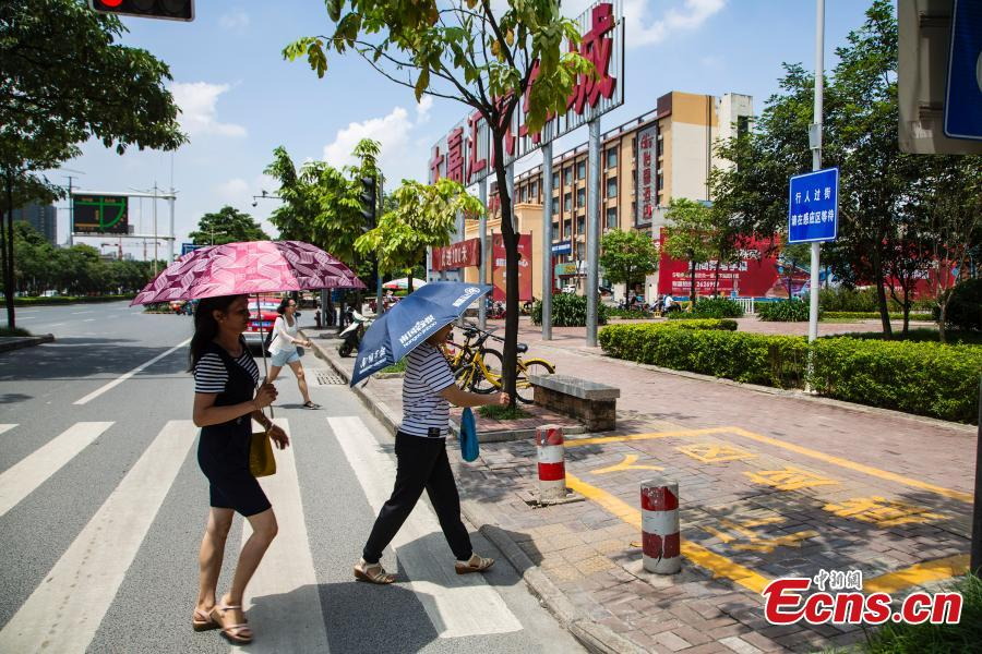 A smart zebra crossing is put into use in Nanning City, South China's Guangxi Zhuang Autonomous Region, Aug. 8, 2018. When at least three pedestrians wait near the first smart zebra cross in Guangxi, the duration of green light signal for vehicles will automatically reduces from 120 seconds to 65 seconds, giving priority to pedestrians. (Photo: China News Service/Chen Guanyan)