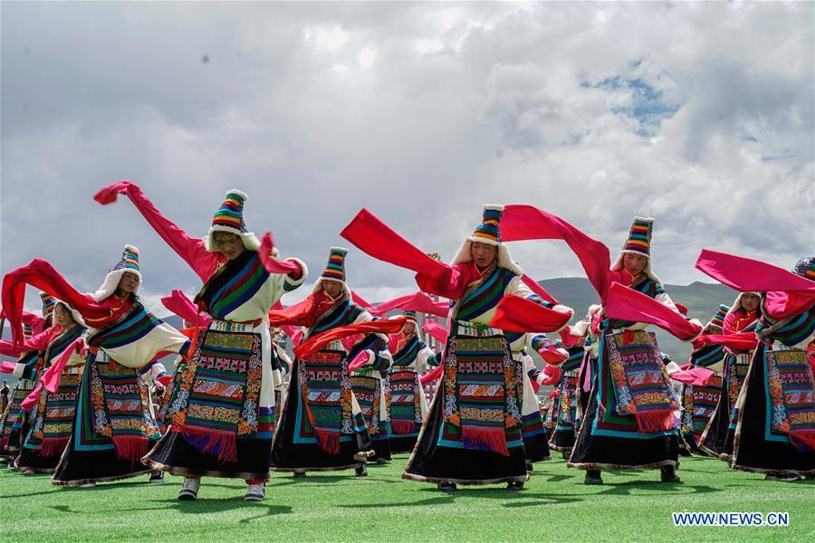 Herdsmen dance during a performance in the opening ceremony of a horse racing festival in Damxung County, southwest China\'s Tibet Autonomous Region, Aug. 8, 2018. Dangjiren horse racing is originated from military parade of Mongolian cavalry since 17th century. (Xinhua/Cen Yunpeng)