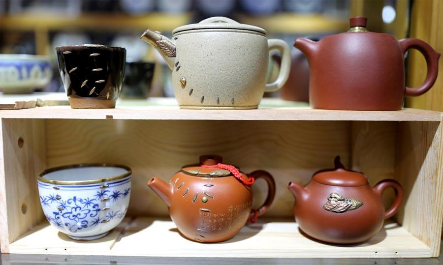 Restored porcelain wares are pictured at Li Junhang\'s studio on Aug. 6, 2018. (Photo/Xinhua)