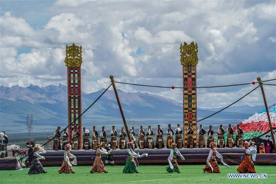Photo taken on Aug. 8, 2018 shows the opening ceremony of a horse racing festival in Damxung County, southwest China\'s Tibet Autonomous Region. Dangjiren horse racing is originated from military parade of Mongolian cavalry since 17th century. (Xinhua/Cen Yunpeng)
