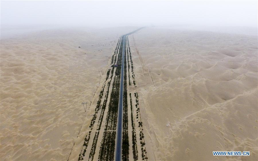 Aerial photo taken on June 12, 2018 shows the Tarim Desert Highway in northwest China\'s Xinjiang Uygur Autonomous Region. As an important link of the Silk Road Economic Belt, Xinjiang is speeding up the development of transportation and logistics to connect east and west. By the end of 2017, the total length of roads in Xinjiang reached 186,000 km, with 4,578 km of expressways. (Xinhua/Zhao Ge)