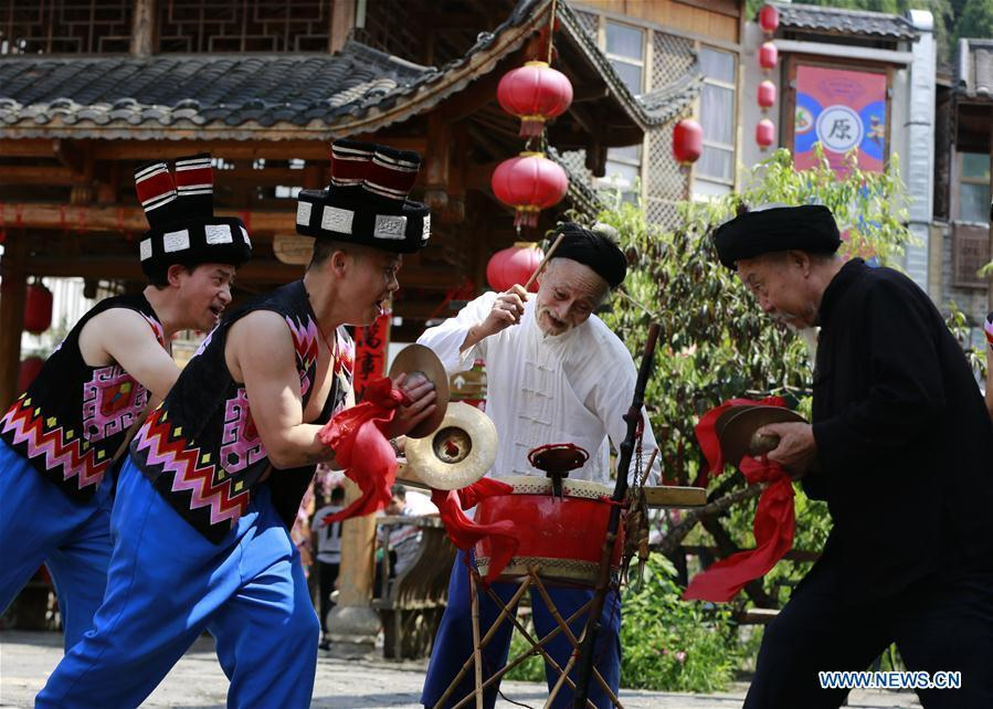 Jin De\'an (2nd R) and his team perform Daliuzi at Xibu Street, a scenic spot in the Wulingyuan District of Zhangjiajie City, central China\'s Hunan Province, Aug. 7, 2018. Daliuzi is a kind of local musical instrument performance with a long history. Jin De\'an is the creator of \