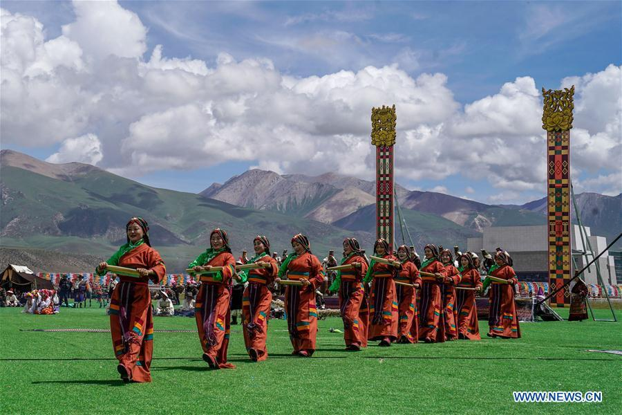 Herdswomen dance during a performance in the opening ceremony of a horse racing festival in Damxung County, southwest China\'s Tibet Autonomous Region, Aug. 8, 2018. Dangjiren horse racing is originated from military parade of Mongolian cavalry since 17th century. (Xinhua/Cen Yunpeng)