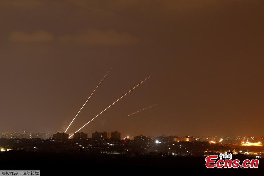 Streaks of light are pictured as rockets are launched from the northern Gaza Strip towards Israel, as seen from Sderot, Israel, August 8, 2018. On Wednesday night and Thursday, Israeli aircraft struck more than 150 targets in Gaza and Palestinian militants fired scores of rockets including a long-range missile deep into Israel, escalating fighting despite the ongoing truce talks. (Photo/Agencies)
