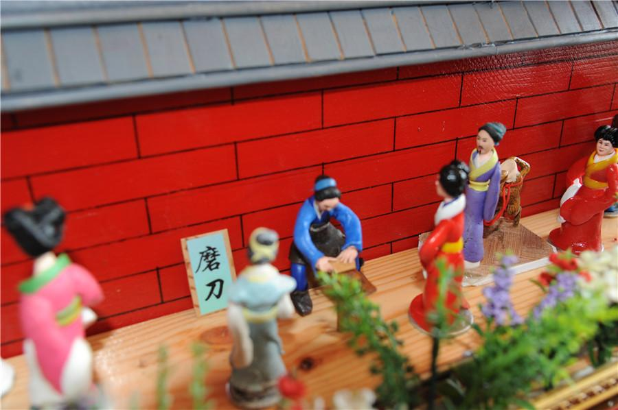 A scene from the miniature landscape of the Grand View Garden, or Daguanyuan, created by Liu. (Photo by Zhang Qingyun/for or chinadaily.com.cn)