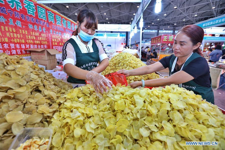 Exhibitors arrange products at a farmland products fair in Guiyang, capital of southwest China\'s Guizhou Province, Aug. 9, 2018. The five-day fair kicked off on Thursday. (Xinhua/Liu Xu)