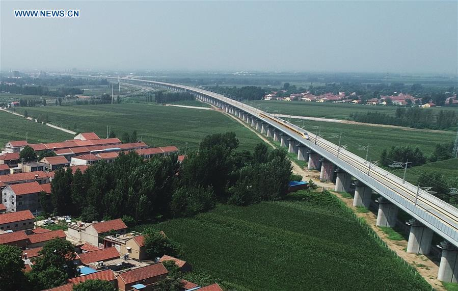 Aerial photo taken on Aug. 10, 2018 shows a comprehensive inspection train running on the Jinan-Qingdao high-speed railway in Zouping section in Binzhou City, east China\'s Shandong Province. The Jinan-Qingdao high-speed railway started a joint test recently. With a designed speed of 350 kilometers per hour, the 307.9-kilometer railway is expected to be put into operation at the end of 2018. (Xinhua/Dong Naide)