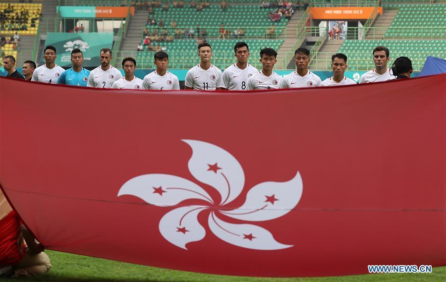Players of Hong Kong of China line up before the Men\'s Football Group A match between Hong Kong of China and Laos at the 18th Asian Games at Patriot Stadium in Bekasi, Indonesia, Aug. 10, 2018. Hong Kong of China won 3-1. (Xinhua/Wang Lili)