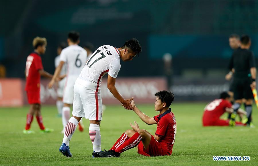 Law Hiu Chung (front L) of Hong Kong of China greets a player of Laos after the Men\'s Football Group A match between Hong Kong of China and Laos at the 18th Asian Games at Patriot Stadium in Bekasi, Indonesia, Aug. 10, 2018. Hong Kong of China won 3-1. (Xinhua/Wang Lili)