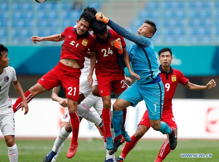 Goalkeeper Yuen Ho Chun (2nd R) of Hong Kong of China makes a save during the Men\'s Football Group A match between Hong Kong of China and Laos at the 18th Asian Games at Patriot Stadium in Bekasi, Indonesia, Aug. 10, 2018. Hong Kong of China won 3-1. (Xinhua/Wang Lili)